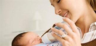 Nên chọn loại sữa bột nào cho bé khi mẹ sinh mổ?