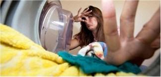 Cần làm gì khi máy giặt có mùi hôi khó chịu
