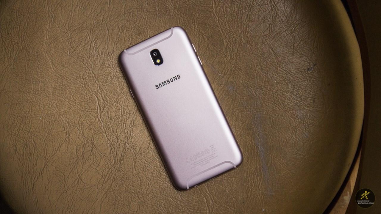 Trên tay Galaxy J7 Pro hồng