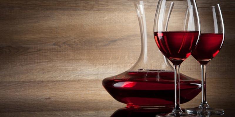 Uống một chút vang đổ sẽ giúp cơ thể tích trữ chất chống oxy hóa, đồng thời chống lại tia UVA