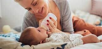 Làm sao để biết trẻ bị dị ứng sữa công thức?