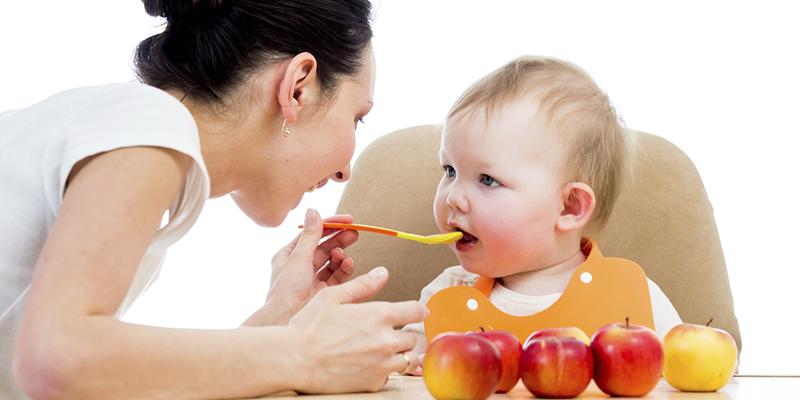 phương pháp ăn dặm truyền thống là xay nhuyễn thức ăn cho bé