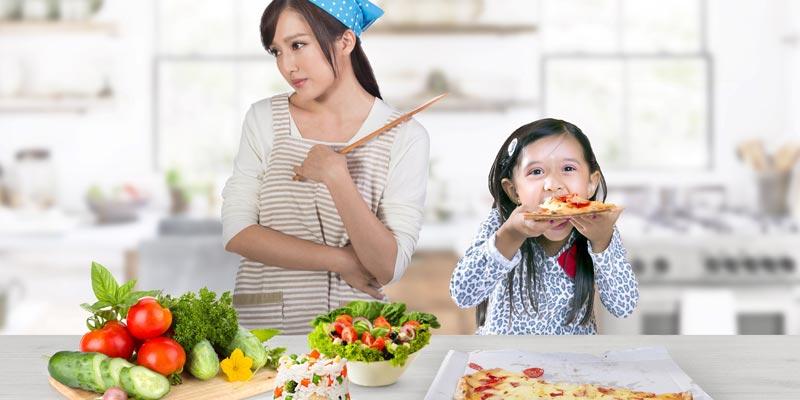 Trẻ ăn quá nhiều chất đạm, thực phẩm ngọt, thức ăn nhanh, uống nước ngọt có gas nhưng lại ăn ít hoặc không ăn rau xanh hay trái cây.
