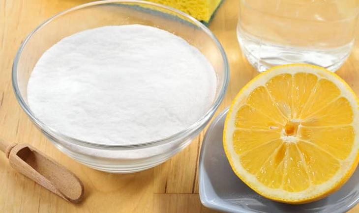 tẩy vết bẩn với baking soda và chanh