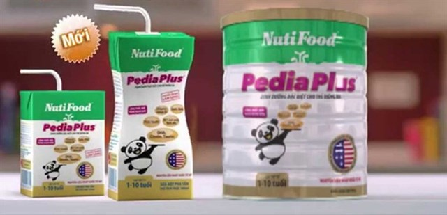 Nên chọn sữa bột hay sữa bột pha sẵn cùng loại?