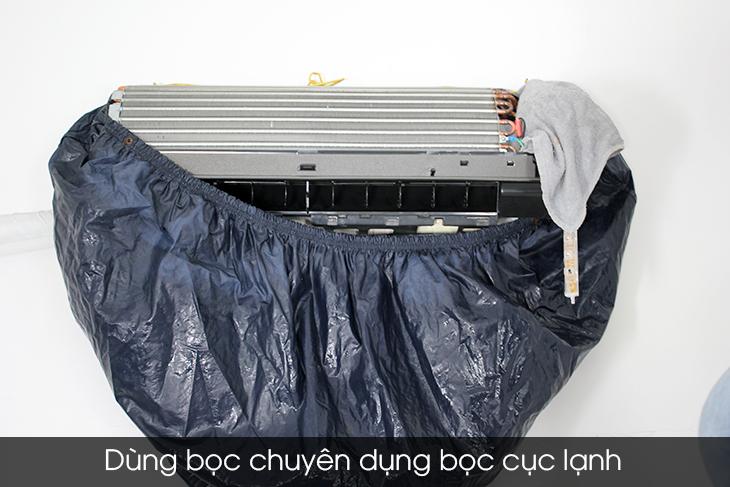 Dùng bọc chuyên dụng để bọc lại cọc lạnh