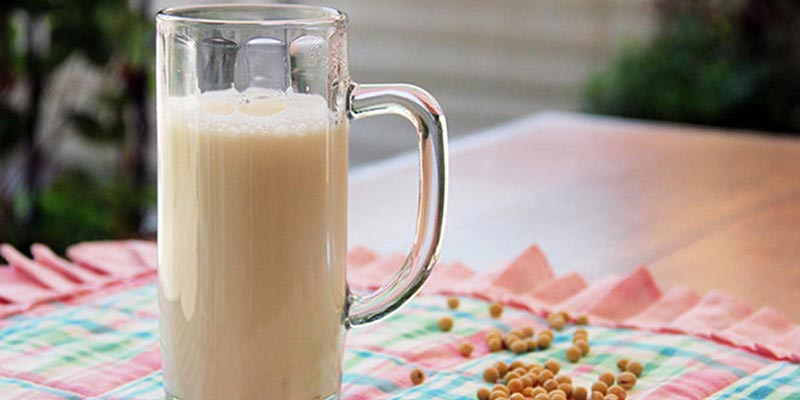 Ngoài ra, khi làm sữa đậu nành cũng xuất hiện tình trạng nổi bọt. Việc tạo thành lớp bọt này là do saponin có trong thực phẩm tiết ra