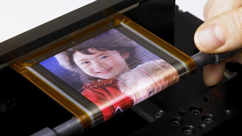 Bật mí ý tưởng của Motorola về thiết bị có màn hình OLED dẻo không viền - ảnh 1