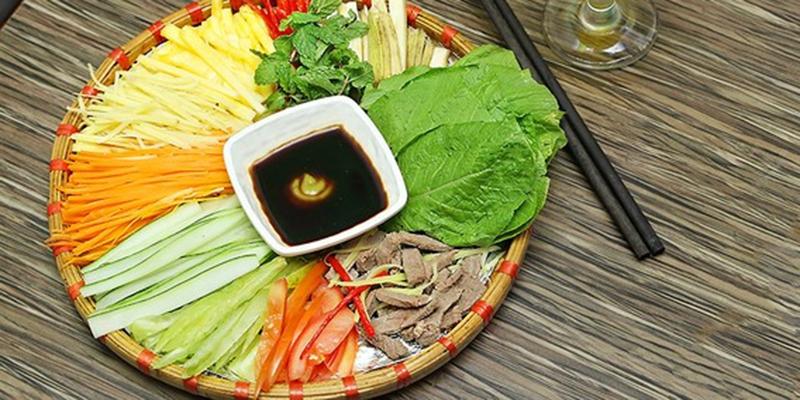 bò cuốn rau cải chấm mù tạt rất ngon miệng nhưng vô cùng bổ dưỡng cho cả nhà