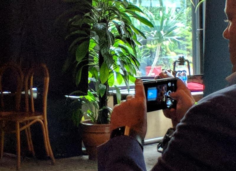 Nokia 9 với màn hình OLED cong tràn cạnh bị phát hiện ngoài đời thực - ảnh 3