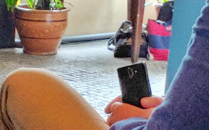 Nokia 9 với màn hình OLED cong tràn cạnh bị phát hiện ngoài đời thực - ảnh 2