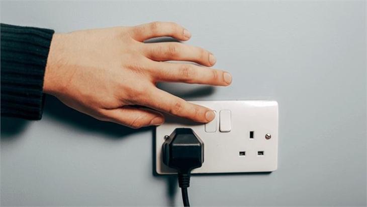 Tắt nguồn điện các thiết bị điện lạnh