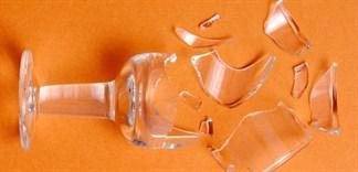 Chỉ dẫn cho bạn cách xử lý tốt nhất khi ly thủy tinh vỡ