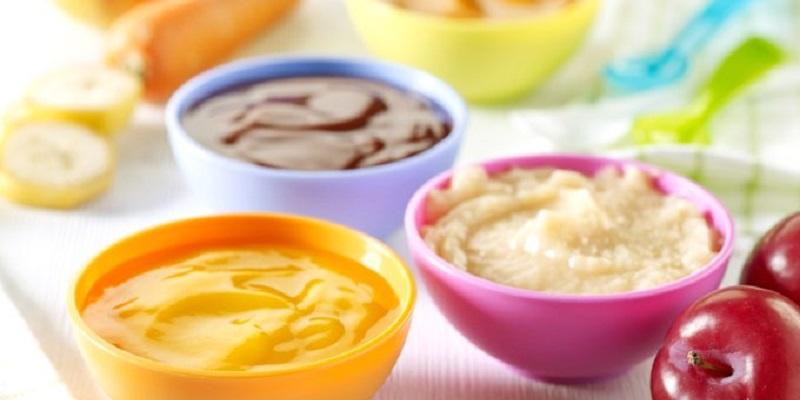 Bột ăn dặm kết hợp với hoa quả để bổ sung thêm Vitamin và khoáng chất cho bé
