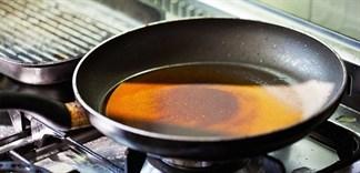 Mẹo xử lý dầu sau khi chiên, xào dễ dàng