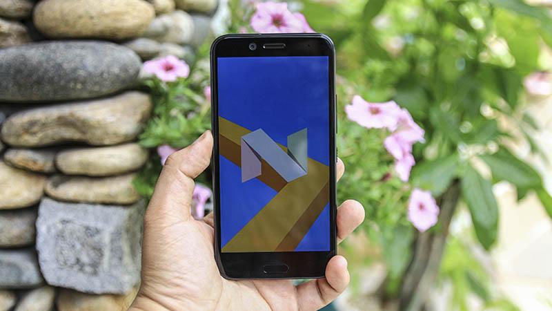 Mua điện thoại HTC trong tháng 3, nhận ngay miếng dán màn hình