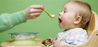 Nấu bột cho trẻ có nên thêm đường?