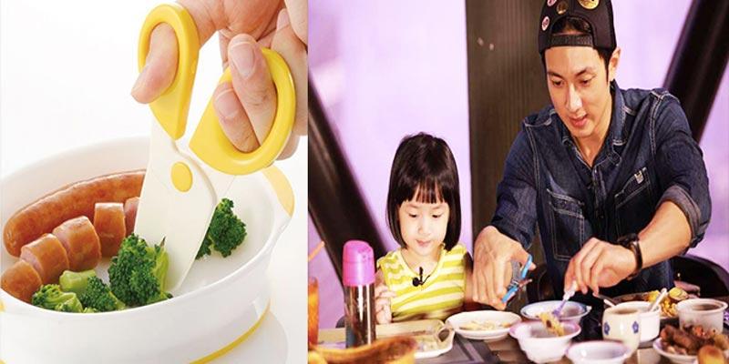Cắt nhỏ thức ăn cho trẻ rất nguy hiểm