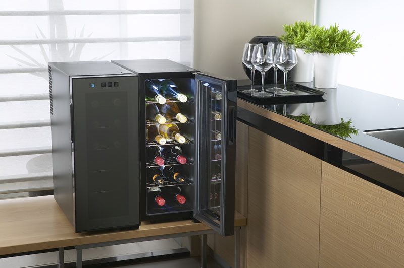 2. Có cần thiết chú ý đến độ ẩm trong tủ rượu hay không?