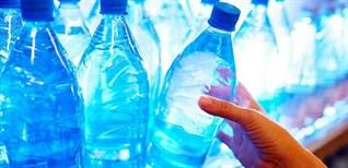 Thực hư chuyện dùng chai nhựa đựng nước để trong tủ lạnh gây ung thư