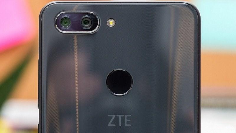 ZTE V890 xuất hiện trên TENAA: Màn hình tràn viền, camera kép - ảnh 1