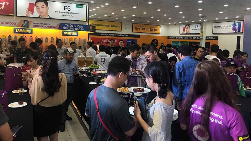 Ngày đầu mở bán Galaxy S9 & S9 Plus tại TGDĐ: Đông nghẹt thở