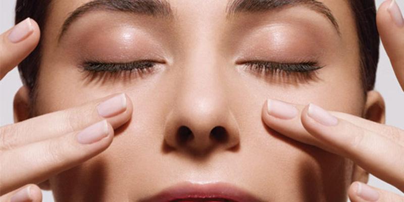 Luyện tập xoa mắt giúp máu lưu thông đến mắt để nuôi tế bào thần kinh mắt tốt hơn.