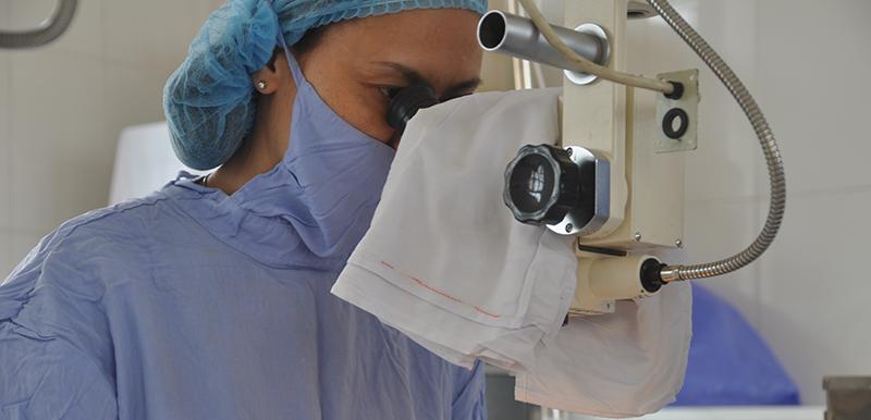 Điều trị bằng phương pháp mổ Phaco