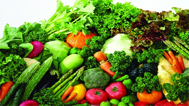 Sử dụng thực phẩm tốt cho mắt: Bao gồm các thực phẩm giàu vitamin A, C, E, Lutein, Zeaxanthin,.. Các dưỡng chất này có trong các loại rau có màu xanh đậm, cá biển, trứng, trái cây có màu cam đỏ (cà chua, ớt, gấc, đu đủ…