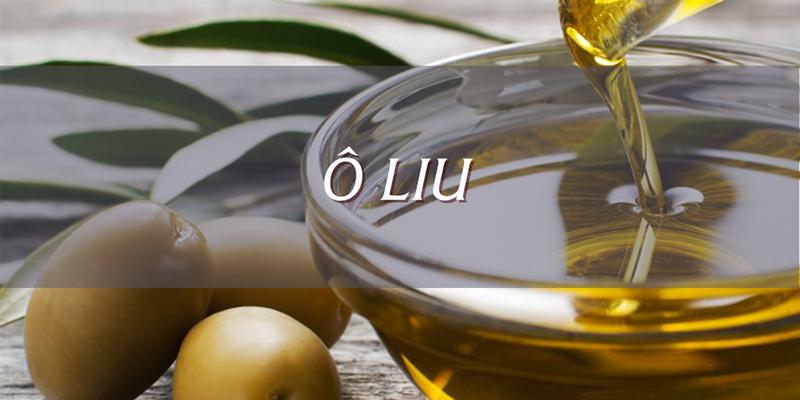 Cho dầu oliu vào nồi nhỏ, bỏ tất cả sả vào, đun sôi trên lửa khoảng 10 phút
