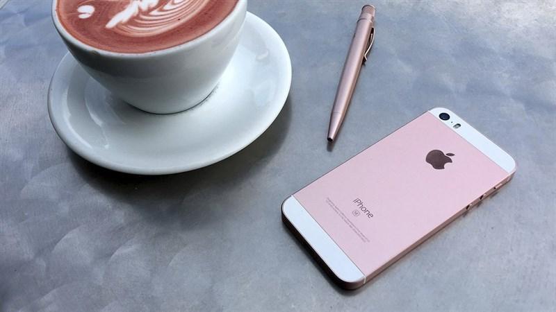 iPhone SE với thiết kế nhỏ gọn 4 inch cấu hình khủng, tuy nhiên lại được xem là thất bại của Apple