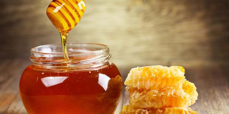 Dùng mật ong trị táo bón dễ dàng