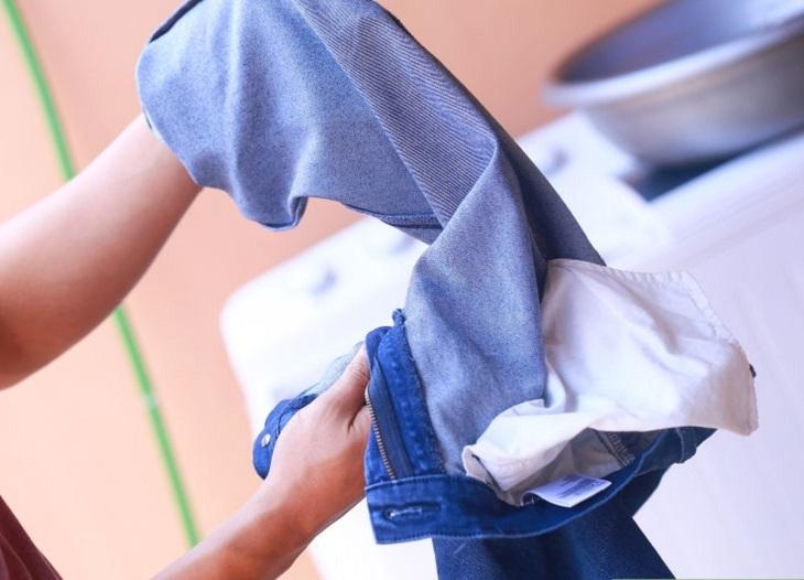 Lộn trái quần áo