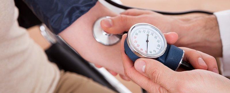 Ngất có thể do hạ huyết áp, dùng thuốc trị tăng huyết áp quá liều