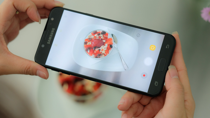 Thủ thuật hay khiến chụp ảnh trên Galaxy J7+ cực đẹp