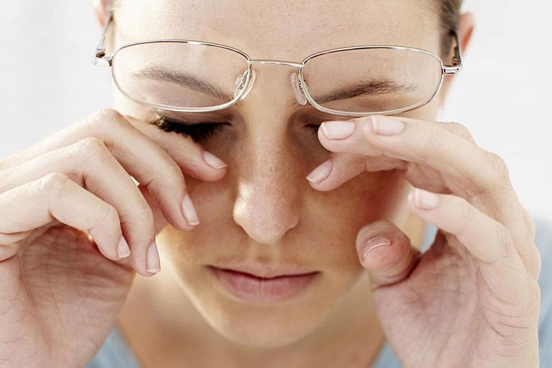 Triệu chứng, biểu hiện của khô và nhức mỏi mắt