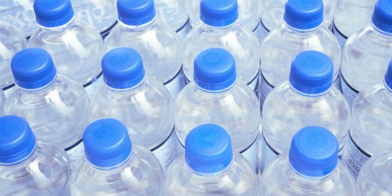 Chai nhựa có thể biến chất khi để lâu trong tủ lạnh