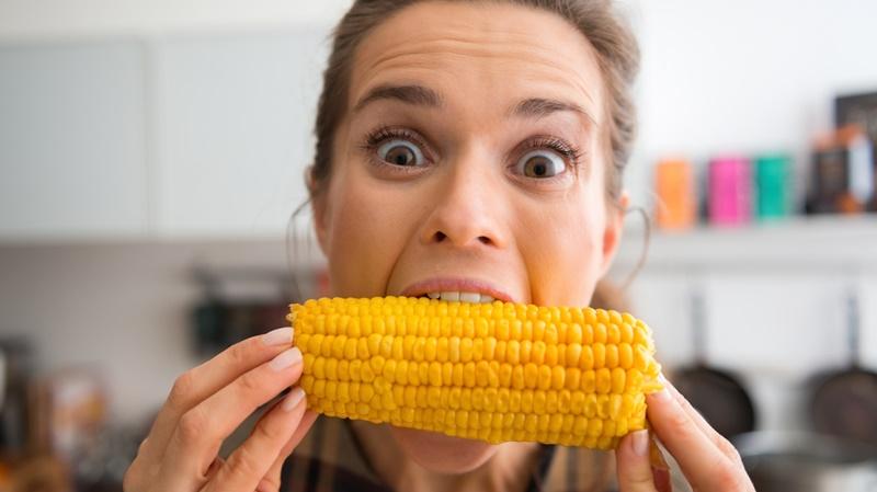 Chỉ nên ăn khoảng 100g hạt bắp mỗi ngày