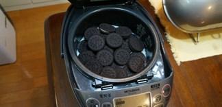 Nấu gạo với bánh quy socola cực ngon, bạn đã thử chưa?