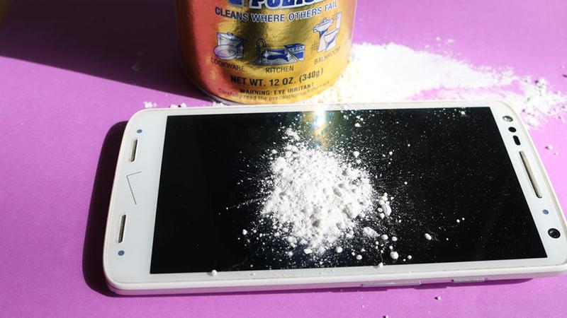 Cách xử lý trầy xước màn hình điện thoại đơn giản hiệu quả 2