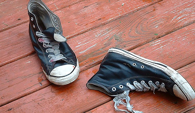 Trời không có nắng và đây là 4 cách giúp hong khô giày nhanh cấp tốc