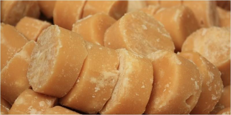 Đường thốt nốt được chiết xuất từ nước của hoa thốt nốt đực