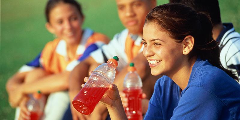 Nhiều người cho rằng uống nước tăng lực gây vô sinh