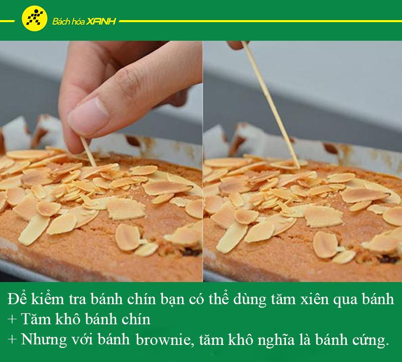 Dùng tăm kiểm tra bánh