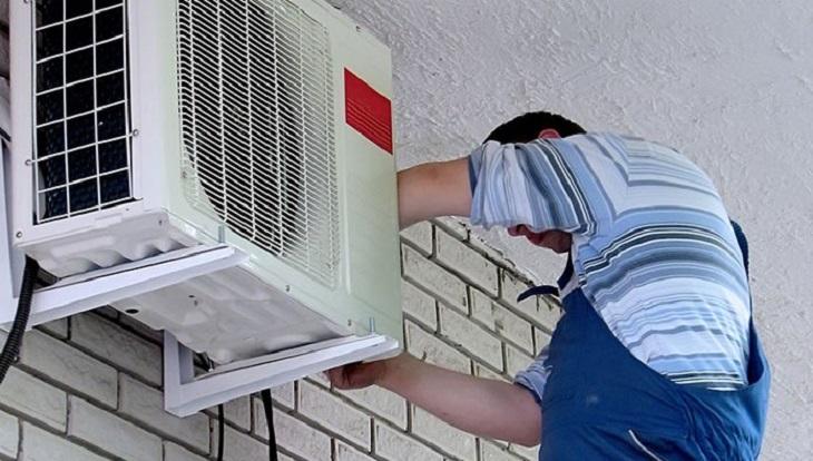 Vệ sinh cục nóng 3 - 4 tháng/ lần