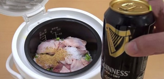 Bạn đã bao giờ thử cách nấu cơm gà với bia này chưa?