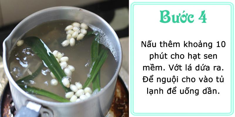 Nấu thêm khoảng 10 phút cho hạt sen mềm. Vớt dứa ra, để nguội cho vào tủ lạnh để uống dần