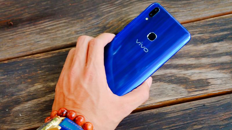 Vivo V9 vừa được bổ sung thêm một phiên bản đặc biệt hơn là V9 Xanh Sapphire - 231603