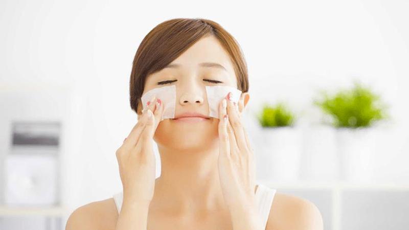 Giấy thấm dầu sẽ giúp da bạn loại bỏ chất nhờn, làm sạch da
