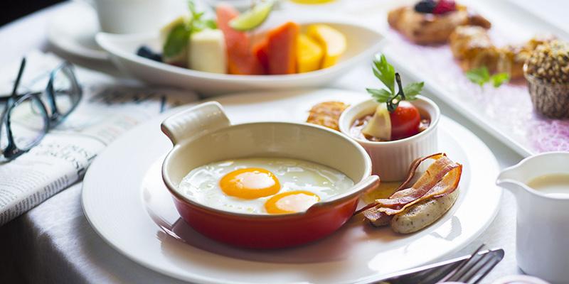 Bữa sáng hợp lý thường bao gồm 3 nhóm chất: tinh bột, protein và chất béo.